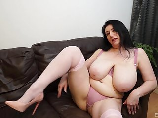 Solo play away from BBW brunette that you will-power surely enjoy