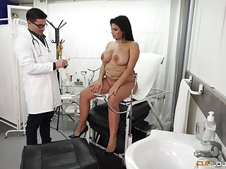 Chunky Latina bombshell pounded hardcore handy the doctor's office