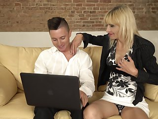 Skinny flaxen-haired MILF Vicky seduced into a hardcore pussy turtle-dove