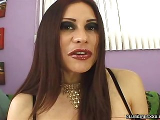 Grotesque MILF Sheila Marie wants close to be porked at the end of one's tether a bung up