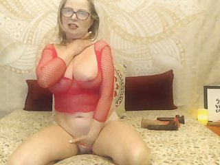 Mature Fair-haired Punges Dildo Inside Her Live