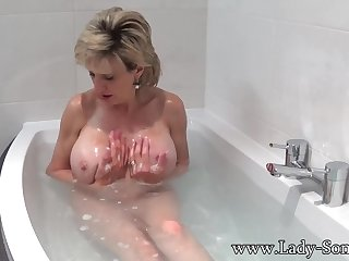 Son Sonia takes a bathe then rubs her pussy