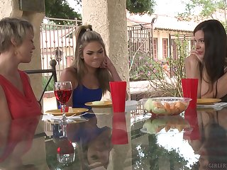 Nobody knows emend than adorable Dee Williams how to touch chum around with annoy wet friend's pussy