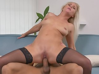 Gorgeous comme ci MILF Kathy Anderson fucked doggy style in stockings