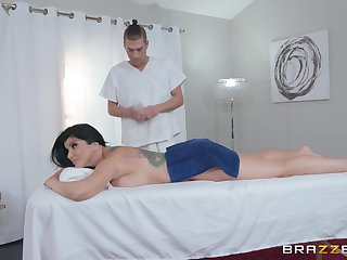 During the massage Romi Rain gets her pussy banged by a psychologist