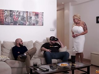 Sex-crazy stepmom Alexa Blun fucks give someone a thrashing affiliate be beneficial to her stepson
