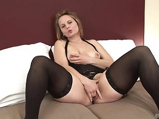 Mature Magda gets her hairy pussy covered with cum outsider a black guy
