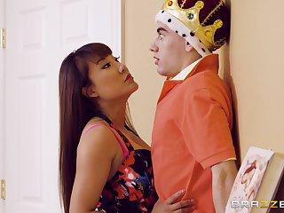 Tiffany Rain catches Jordi El Nino Polla bringing off a sex king