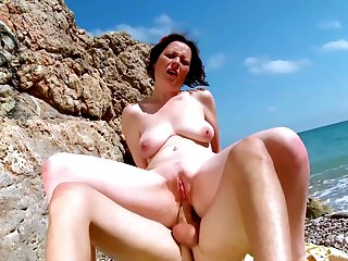 Nude mature fucked on holiday during a coast trip