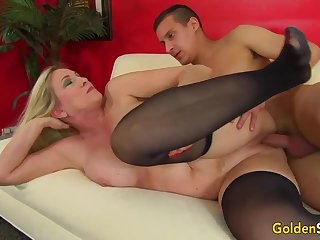 Towheaded mature bi-atch in dark-hued pantyhose, Cala Thirsts is stabbing a junior house-servant like a superslut